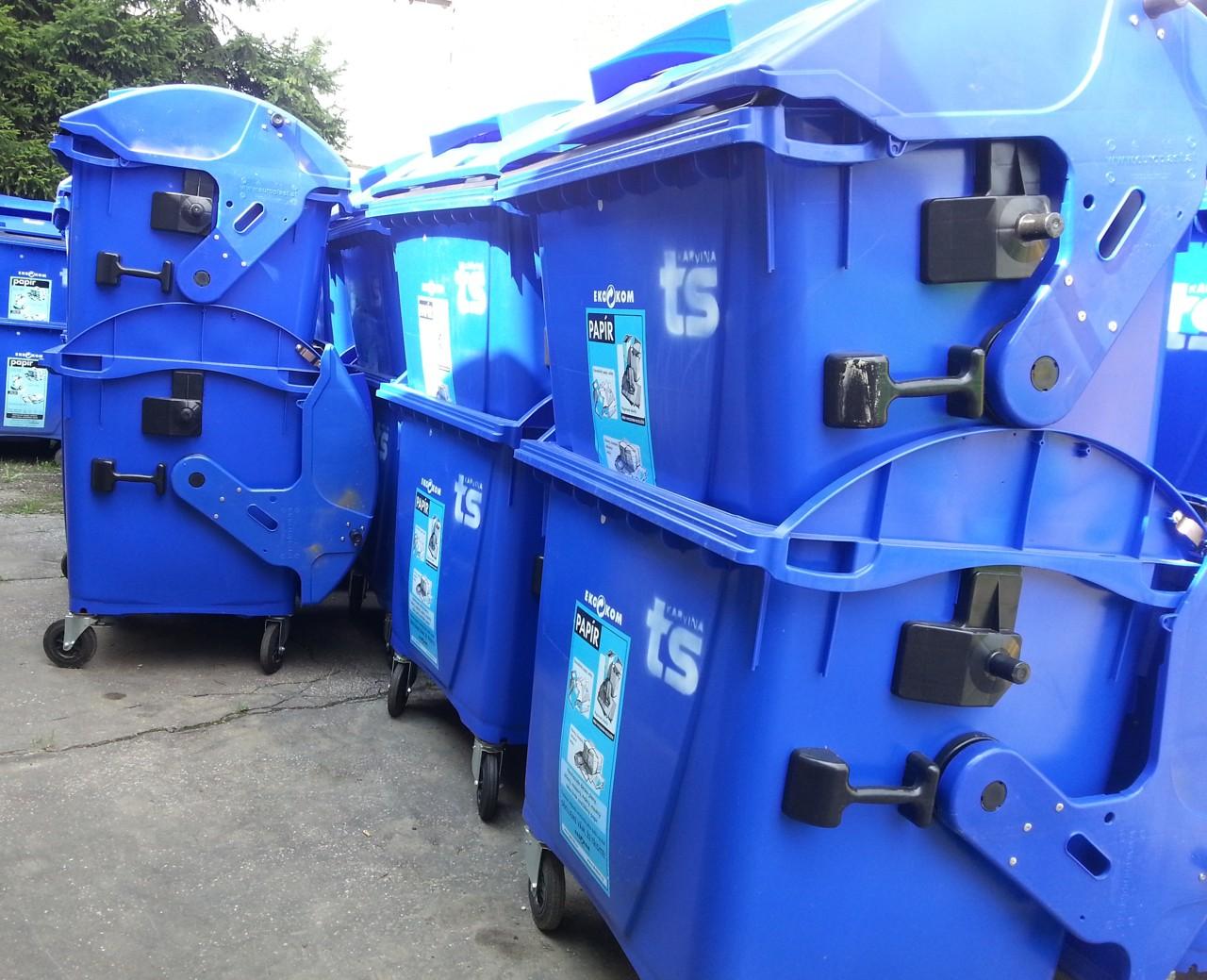 Modré kontejnery na papír