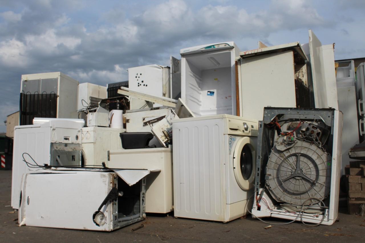 Vyřazené pračky a ledničky k recyklaci - sběrný dvůr TSK